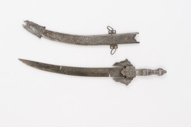 Engraved and chiselled Arab koummya...