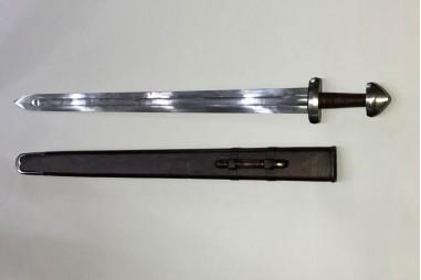 Espada vikinga forjada a mano en acero carbono
